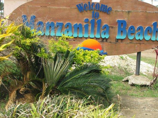 Manzanilla Beach: resort entrance