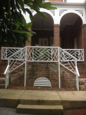 Hampton Inn Lexington - Historic District: Historic back entry