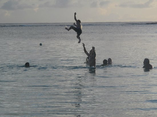Tanu Beach Fales : There's nothing like waking up with the family and going for a quick dip before breakie.. at 6am