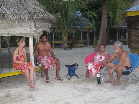 Tanu Beach Fales : Chillin