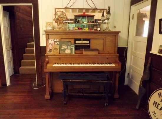 Bridal Veil Lodge: Player Piano in the living room all original furniture from Roland's family