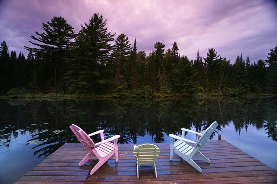 Smoothwater Outfitters & Lodge: Our deck at James Lake. Watch for beavers.