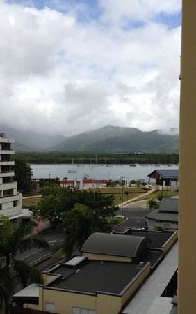 Pullman Cairns International: View from 6th floor mountain view