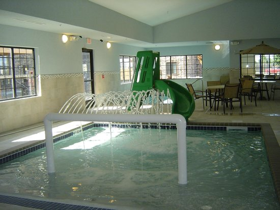 Staybridge Suites Grand Forks : Kiddie pool...the water feature is on a timer