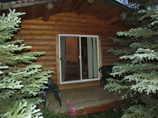 Park's Edge Log Cabins: Deck