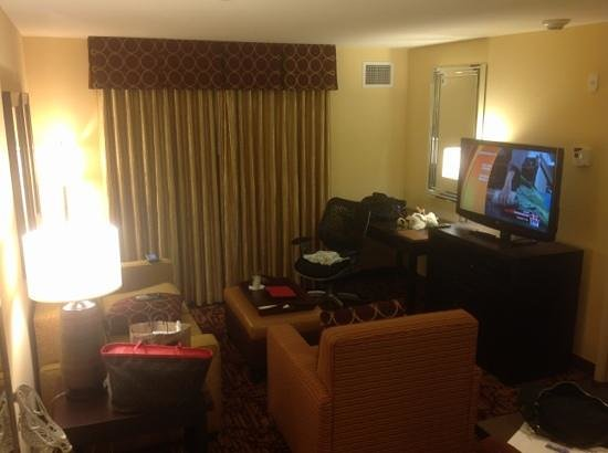 Homewood Suites by Hilton Carle Place - Garden City: living room