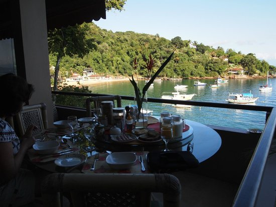 Vila Pedra Mar: Breakfast venue! Delicious and what a view...