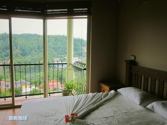 36 Bed & Breakfast: comfy room with view