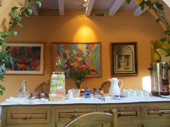 Villa Mirasol Hotel: Breakfast table.