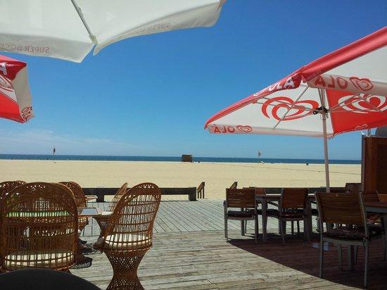 Restaurante O Farol : Blick vom Außenbereich des O Farol zum Strand und Meer