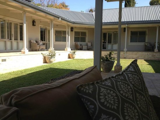 Kingsmead Guesthouse: Outdoor entertaining area