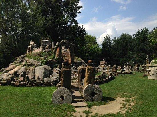 Wapakoneta, OH: Rock gardens