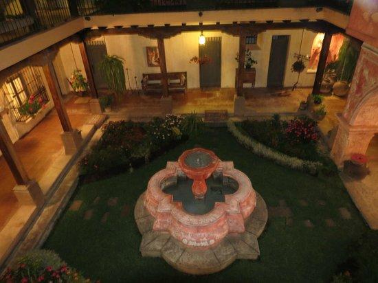 La Casona de Antigua: patio del hotel