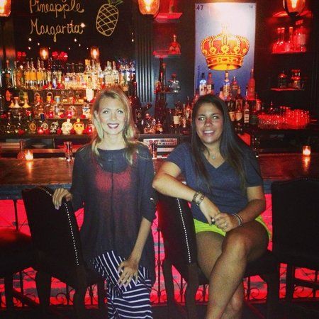Red Lulu Cocina & Tequila Bar: Sitting by the bar