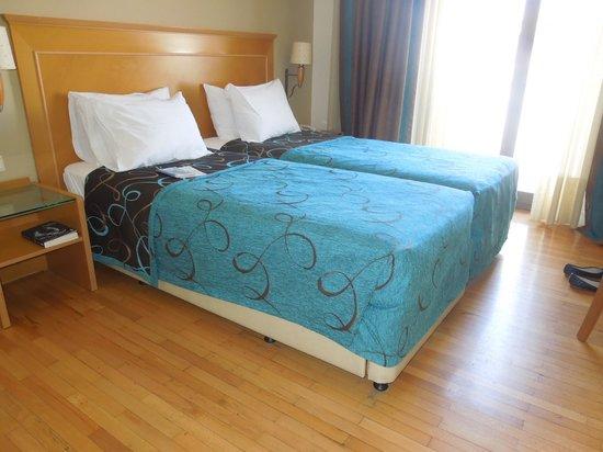 Plaka Hotel: big room