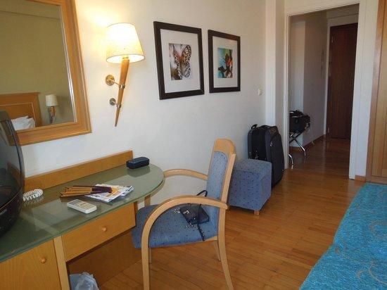 Plaka Hotel : big room