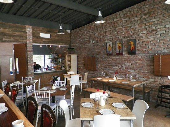 Barra picture of ve cocina espanola valle de bravo - Cocina salon comedor ...
