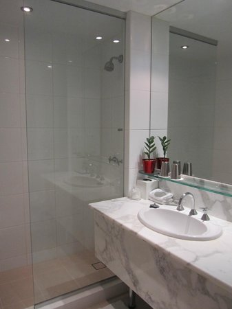 Melbourne Marriott Hotel: Bathroom