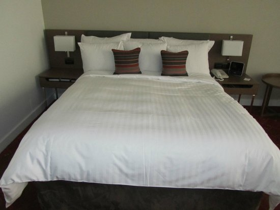 Melbourne Marriott Hotel : Bed