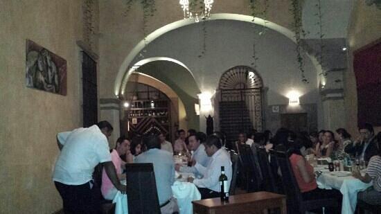 Restaurante Di Vino: Lleno