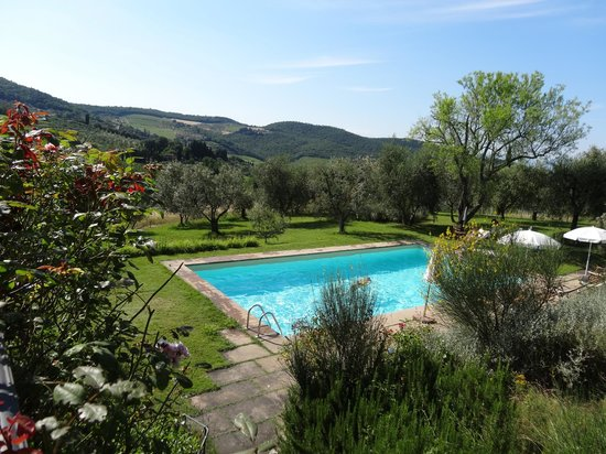 Relais Fattoria Valle in Panzano : The pool with Tuscan hill views
