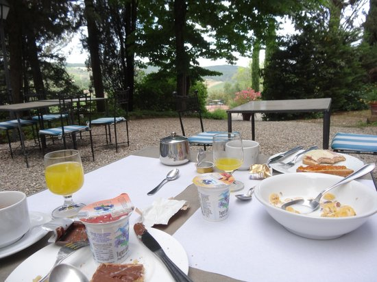 Relais Fattoria Valle in Panzano : Breakfast in the outside terrace