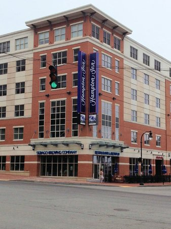 Hampton Inn Portland Downtown - Waterfront: View of hotel from across the street