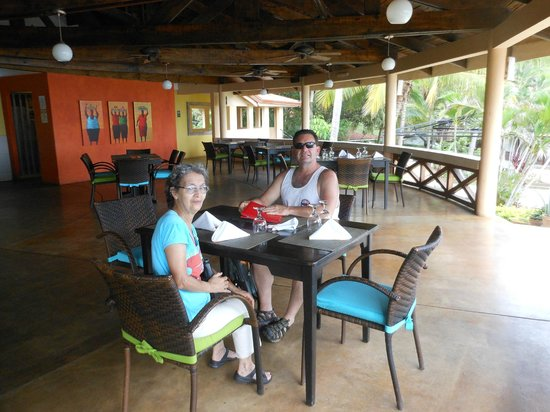 Sugar Beach Hotel: Great atmosphere, food and view!