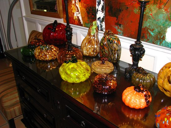L'Habitation: Owner's Glass Collection in Lobby - Beautiful