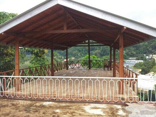 Hotel Mango Garden: La terrasse du restaurant en construction, fin des travaux mois d'août 2013