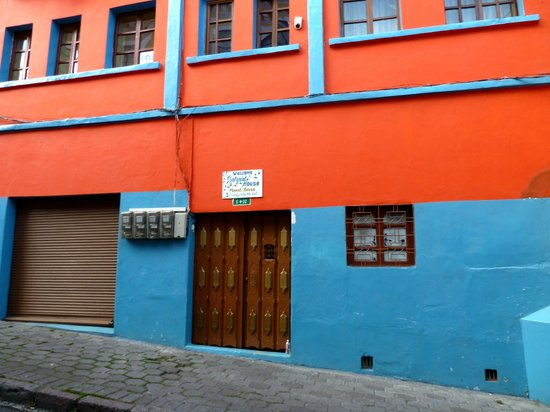 Colonial House Quito: Front enterance.