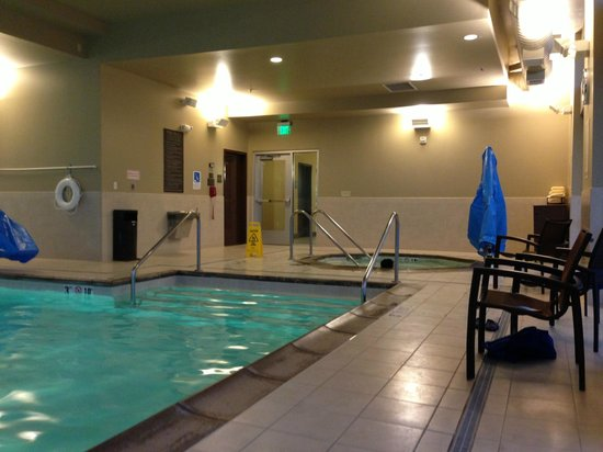 Hyatt Place Portland Airport / Cascade Station: Pool and Hot tub area