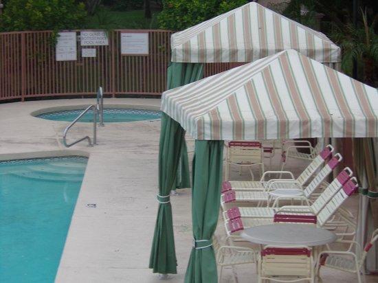 La Fuente Inn & Suites: spa area