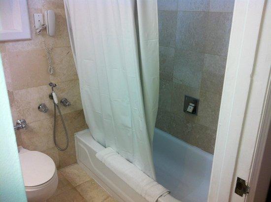 Hotel El Panama: Bathroom