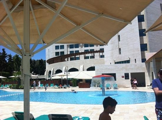 Movenpick Hotel Ramallah: the pool