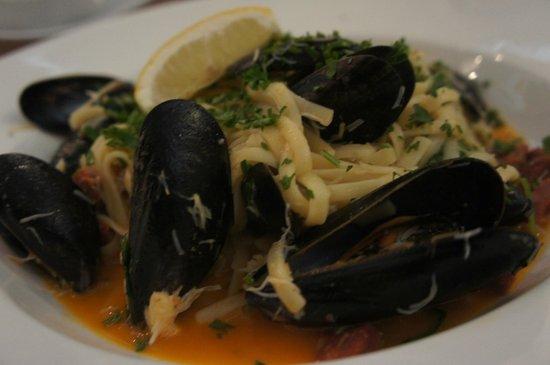 Kahuna : Cornish crab & mussel linguine, chorizo, sun dried tomatoes,  garlic & fresh herb butter, rocket