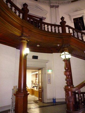 Osaka Prefecture Library : 照明も素敵