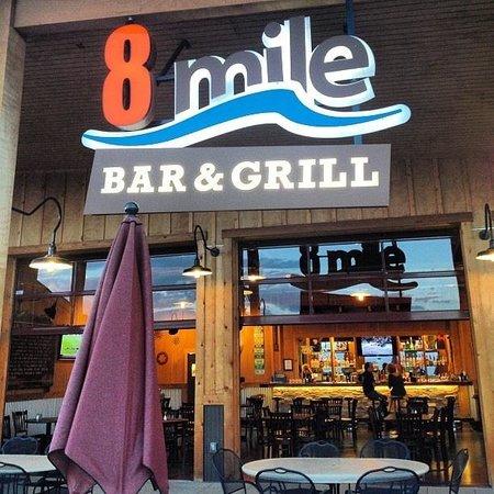 8 Mile Bar & Grill: 8 Mile