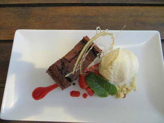 Restaurante Patria : Chocolate cake and vanilla ice cream to die for