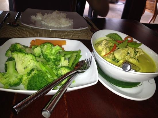SILK Restaurant & Bar : green curry & chicken with steamed vegetables - perfect!
