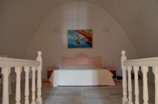 Cori Rigas Suites: Bedroom