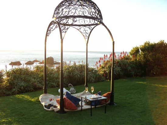The Twelve Apostles Hotel and Spa: Nice little private romantic picnic for two with the best view!