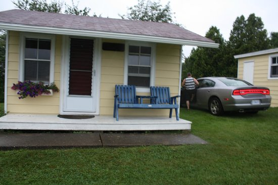 Atlantic View Motel & Cottages: One queen bed