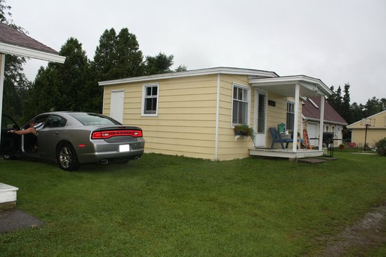 Atlantic View Motel & Cottages: Two queen beds