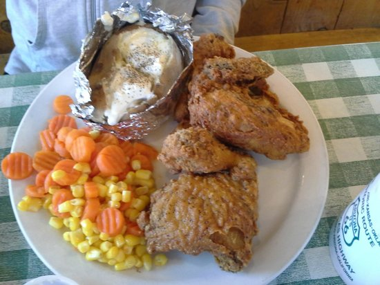 Pine Country Restaurant : Fried Chicken Dinner with baked potatos and veggies