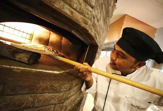 Sirocco Restaurant: Wood Fire Pizza Oven