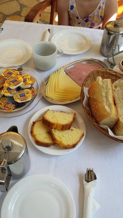 Rouda Bay Hotel: Breakfast for 3 persons, very expensive!