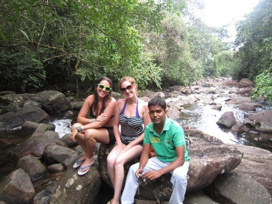 VTS Lanka Tours: waterfall