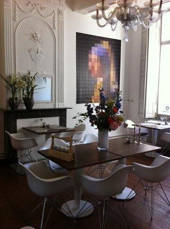 Hotel les Charmes: breakfast room