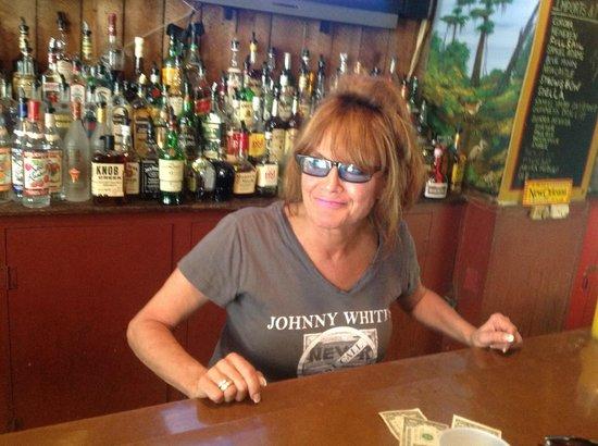 MRB Restaraunt and Bar: Leslie the bartender is fantastic!